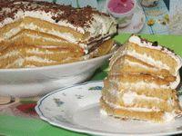 кусочек торта медового со сметанным кремом