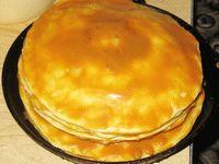 коржи для торта Наполеон намазаны кремом