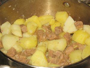 как готовить картошку с мясом в кастрюле
