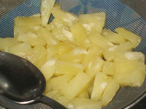 ананасы для салата из курицы