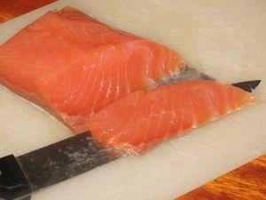 нарезка лосося для нигири