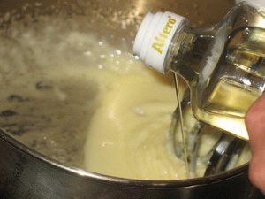 вливать масло тонкой струйкой в майонез домашний