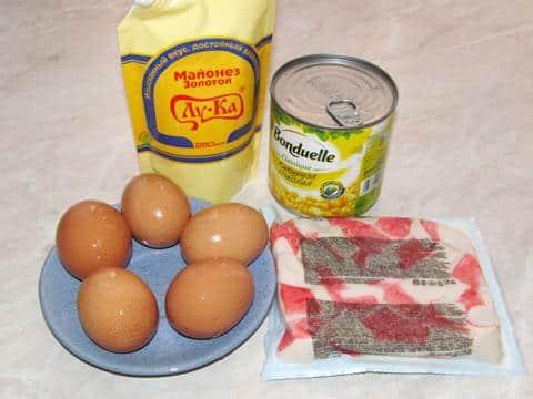Ингредиенты для классического салата из крабовых палочек