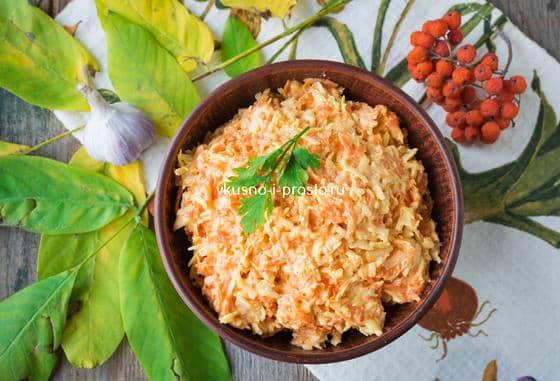 Салат из сыра,  моркови и чеснока