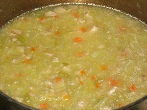 добавить в овощное пюре бульон до получения супа