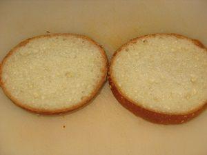 булочка с кунжутом для бутербродов с красной рыбой