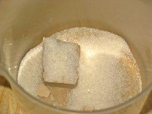 дрожжи с сахаром