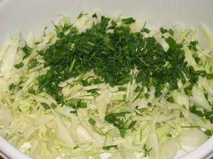 зелень мелко порезать и добавить к капусте