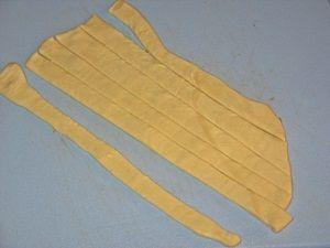 полоски из слоёного теста для украшения пирога с яблоками