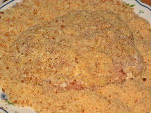 панировать котлету из телятины в сухарях