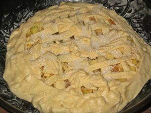 пирог с яблоками из слоёного теста посыпать сахаром