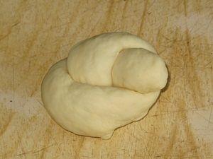 сделать крендель из колбаски