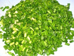 нарезанный зелёный лук