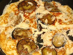 баклажаны жарятся с омлетом со второй стороны