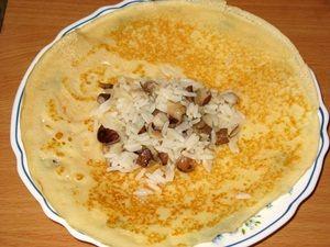 рис с грибами на блине