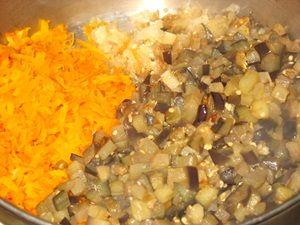 овощи для баклажанной икры в касрюле