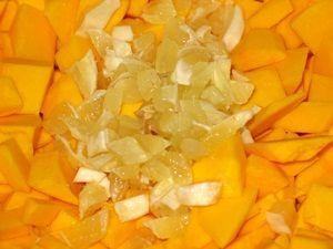 кусочки лимона с кусочками тыквы
