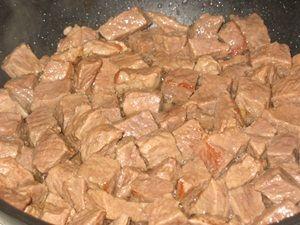 Обжарка мяса для гуляша