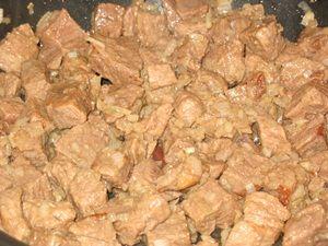 Обжарка мяса с луком