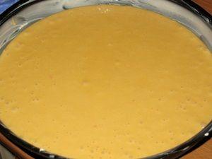 тесто для облепихового торта в противне для выпечки