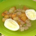 Бульон с яйцом
