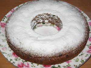 кекс с изюмом под сахарной пудрой