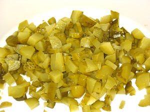 резанные огурца для салата с шампиньонами