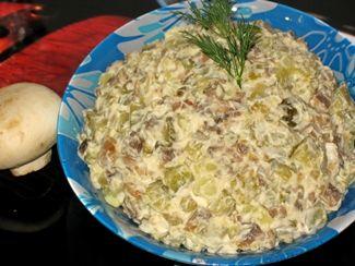 салат с шампиньонами и маринованными огурцами