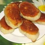 Жареные пирожки с картошкой и грибами