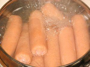 Варка сосисок для заворачивания в слоёное тесто