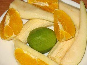 чищенные фрукты для смузи