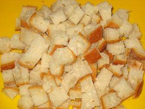 Кусочки хлеба для крутонов