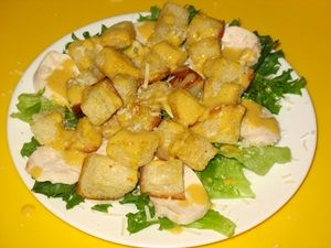 салат Цезарь с соусом