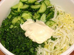 ингредиенты для салата из пекинской капусты с огурцом