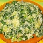 Салат с молодой зеленью чеснока