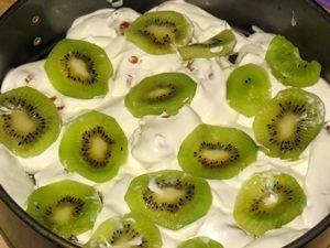 слой фруктов и ягод