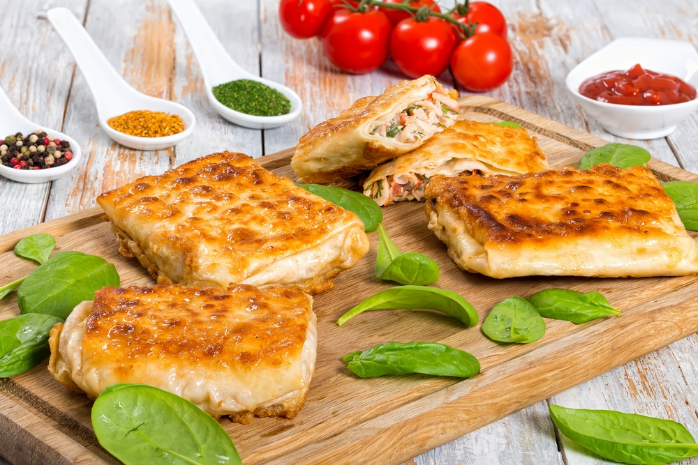 лаваш запеченный с сыром и колбасой