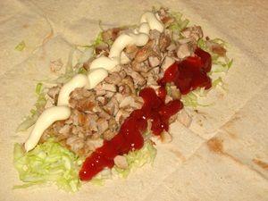 мясо кетчуп и майонез для шаурмы