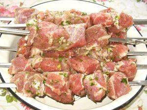 свинина на шампурах