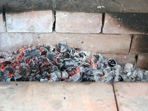 угли готовы к жарке шашлыка