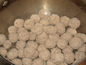 фрикадельки в холодной воде для варки бульона