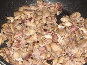 обжаривание грибов для лазаньи