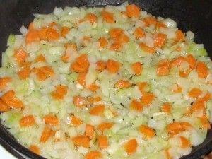 обжарка лука с морковкой