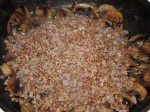 выложить гречку в грибы