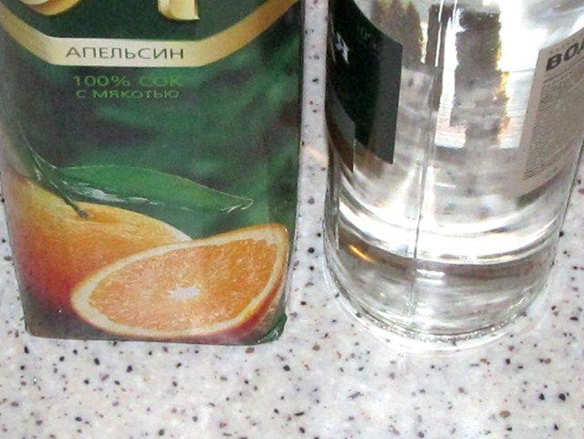 апельсиновый сок и водка для коктейля