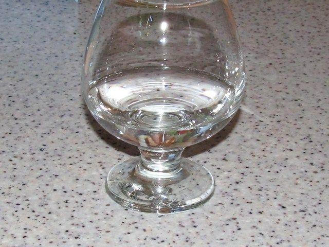 водка на дне бокала