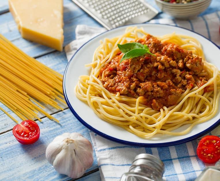 тушеный фарш со спагетти