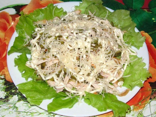 Салат с курочкой и солёным огурцом
