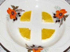 дольки апельсина в форме для желе