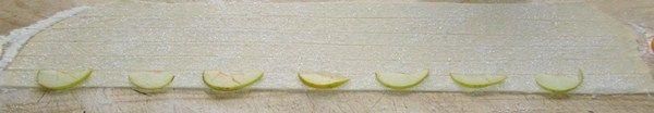 яблоки на тесте